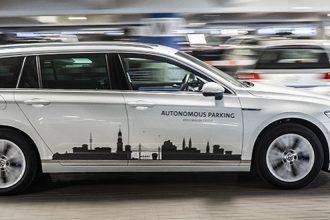 Ohne Fahrer ins Parkhaus – Autonomes Parken am Hamburger Flughafen